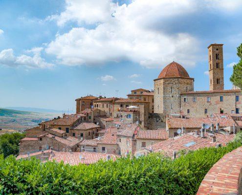 Volterra in der Toskana, urlaub auf dem Bio-Bauernhof Agriturismo nahe dem Meer, mit Ferienwohnungen und pool, ideal für den Familienurlaub